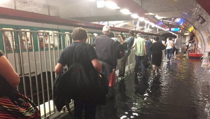 Массивные ливни привели кзатоплению 20 станций парижского метро