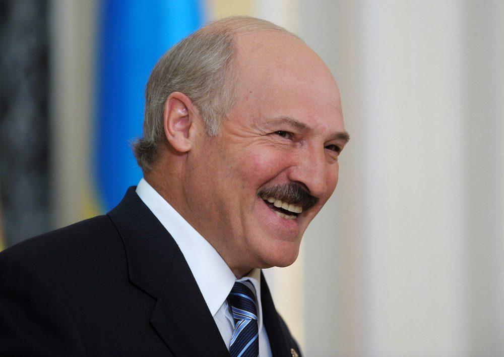 Президент Беларуси Александр Лукашенко прибыл с официальным визитом в Украину, в ходе которого проведет переговоры с украинским президентом Петром Порошенко.