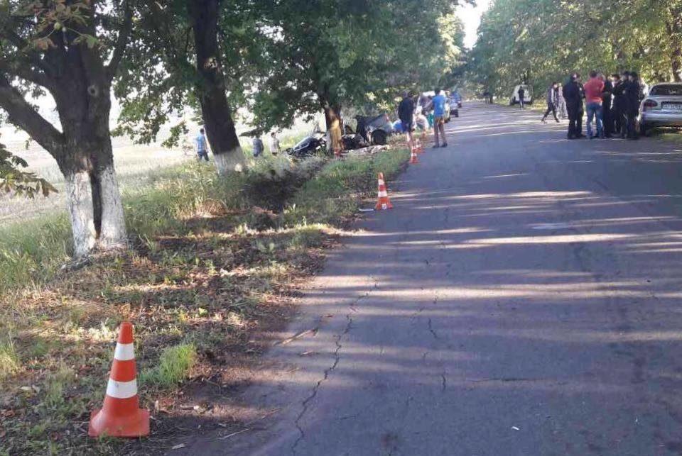 Под Киевом машина упала вкювет истолкнулась сдеревом