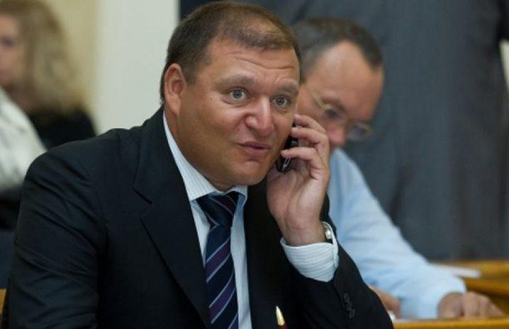 Киевский суд арестовал винный погреб, дома имашины депутата Рады Добкина