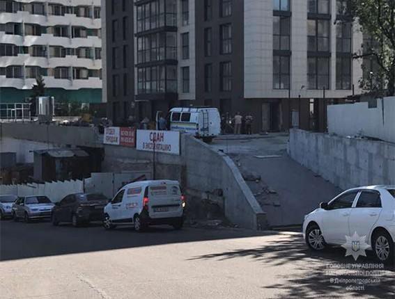 В Днепре возле гостиницы Рассвет произошла перестрелка, в результате которой погиб человек и двое получили ранения.