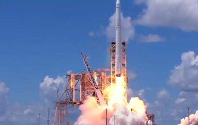 SpaceX успішно запустила Falcon із «надрозумом» наборту