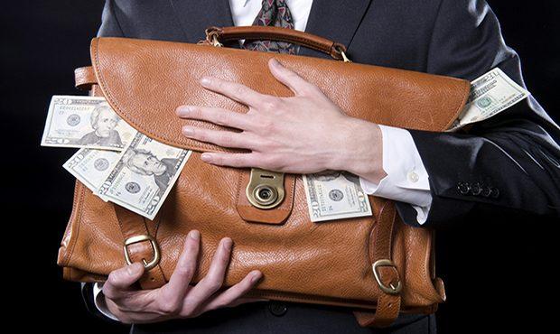Новые правила: банки смогут выдавать кредиты под залог валютных депозитов