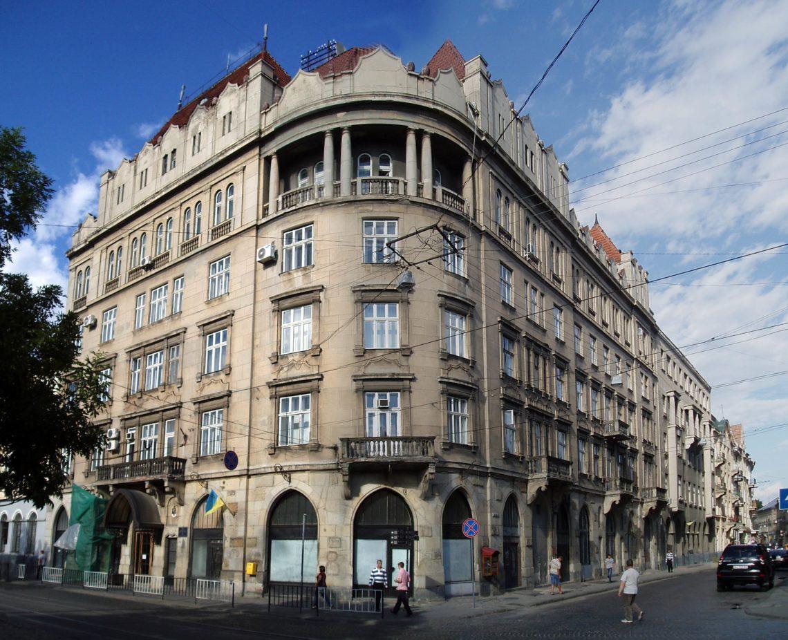 Судья одного из судов Львовской области потратила практически миллион гривен на покупку нового жилья для семьи.