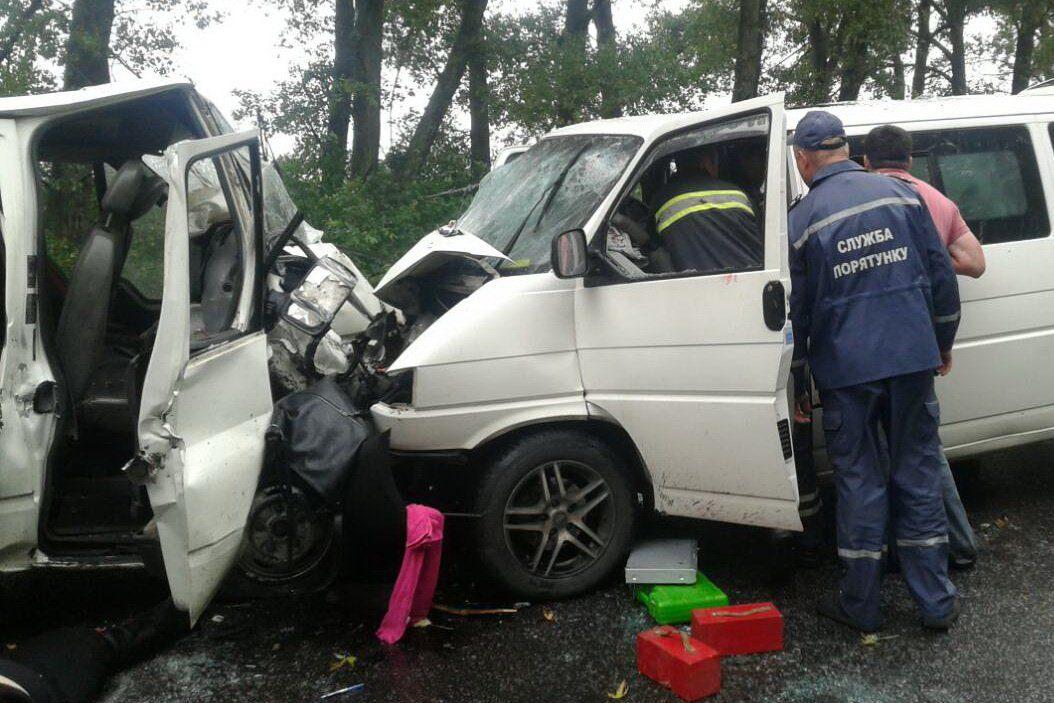 Встолкновении 2-х микроавтобусов наХарьковщине есть жертвы ираненые
