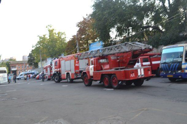 ВКиеве мощный пожар уничтожил склад хранения ипереработки древесины