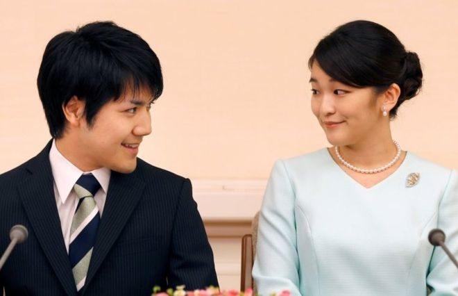 Принцесса Японии объявила опомолвке спростолюдином