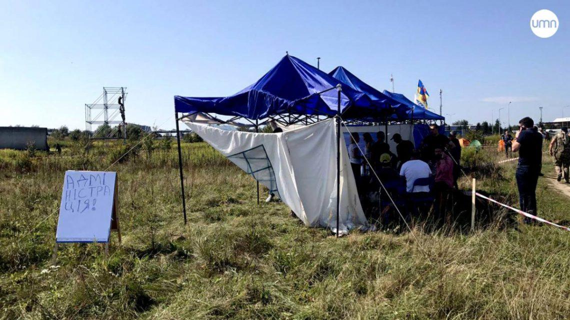 Около пункта пропуска «Краковец» правоохранители проверяли бизнес-центр наналичие взрывчатки