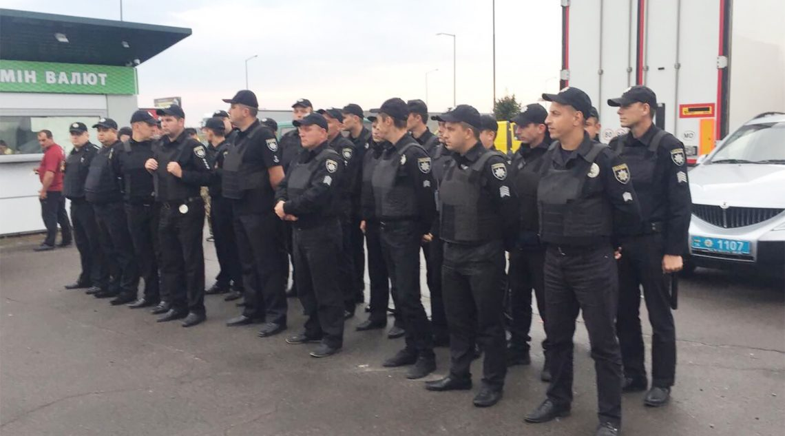 Около КПП, вкоторый приедет Саакашвили ищут «подозрительный предмет»