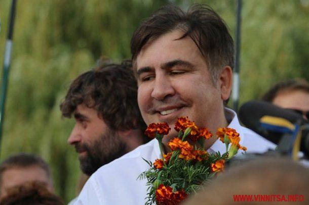 Гройсман незнает, что делать сприездом Саакашвили встолицу Украины