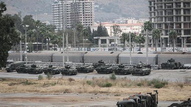 Турция стягивает танки кгранице сСирией