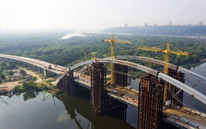 ВКиеве захотели сделать платным проезд помосту наТроещину
