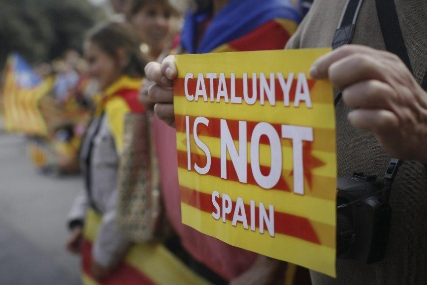 Милиция закрыла неменее тысячи избирательных участков вКаталонии