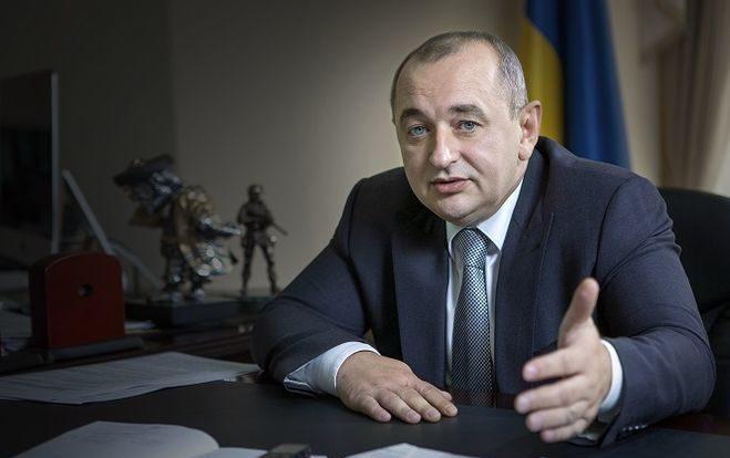 В воскресенье 1 октября главный военный прокурор Украины Анатолий Матиос выразил убеждение что каждый украинец должен иметь оружие для