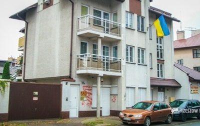 Милиция задержала мужчину, который разрисовал консульство Украины вРяшеве