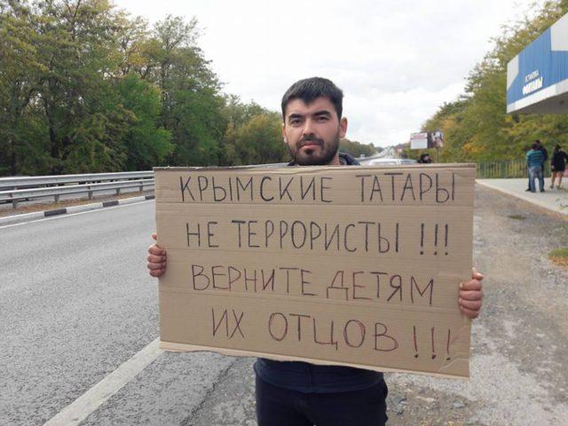 Ваннексированном Крыму задерживают участников одиночных пикетов вподдержку политзаключенных