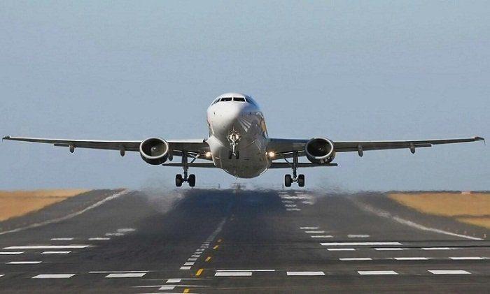 ВКанаде пассажирский самолет столкнулся при посадке сдроном