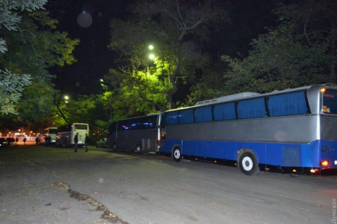 Вечером 16 октября от Дома профсоюзов, что на Куликовом поле, отправилась группа сторонников экс-губернатора Одесской области Михаила Саакашвили.