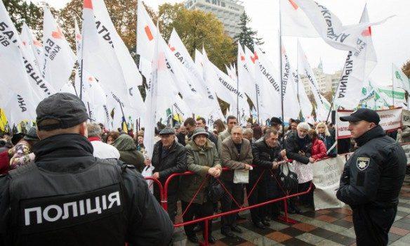 Геращенко назвал провокацией драку милиции идемонстрантов вКиеве