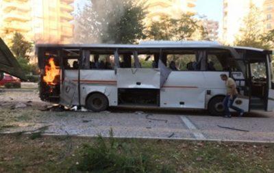 У турецькому місті Мерсин стався вибух поліцейського автобуса - поранення отримали 12 осіб.