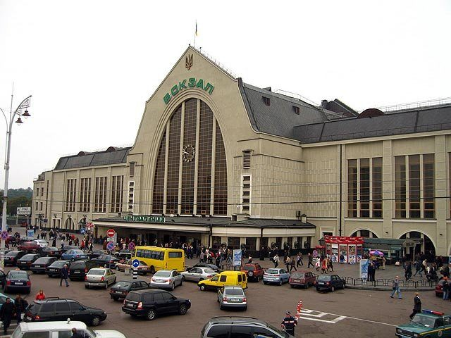 Железнодорожный вокзал вКиеве возобновил работу вобычном режиме— Взрывчатка не найдена