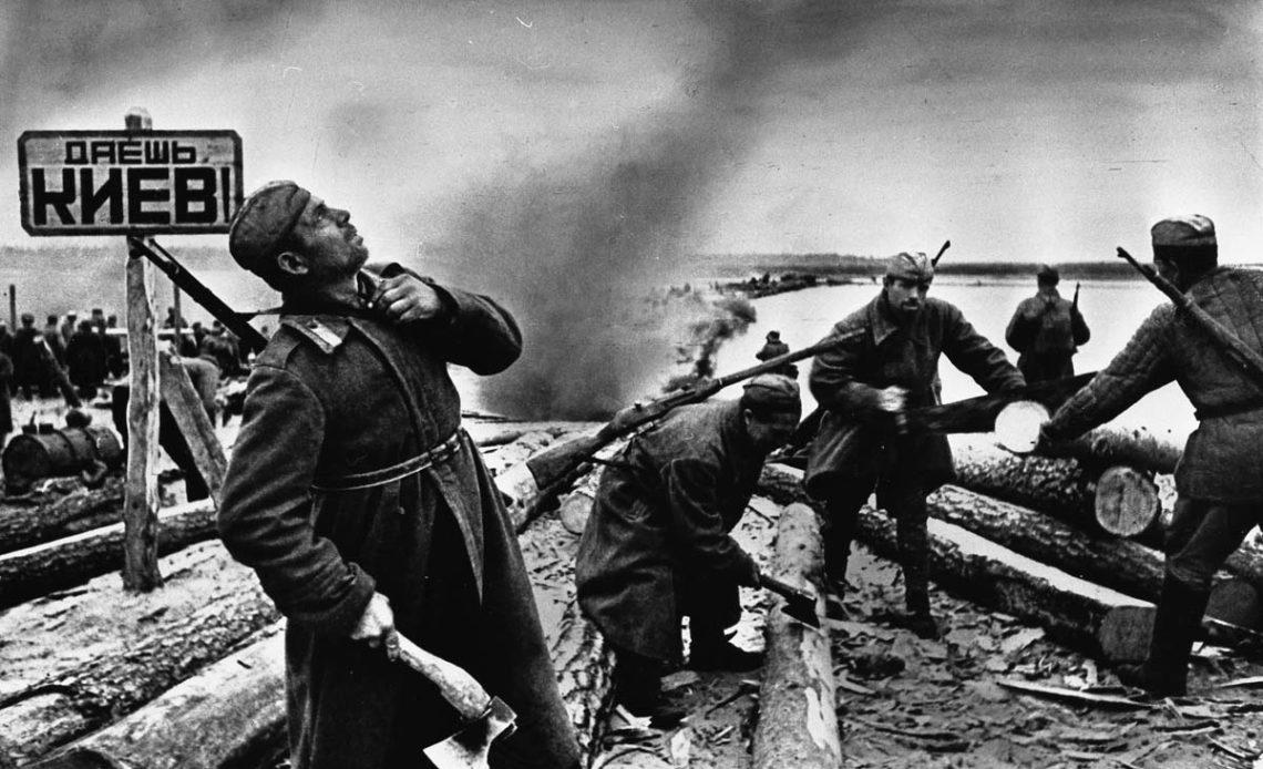 Порошенко подчеркнул значимый вклад украинского народа впобеду над нацизмом