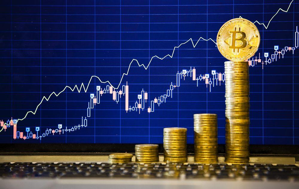 Курс биткоина впервый раз превысил 7 тыс. долларов