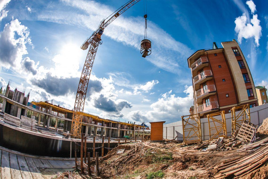 У Київській міській державній адміністрації пропонують списати заборгованості забудовників за 2016 рік зі сплати пайової участі як безнадійні.