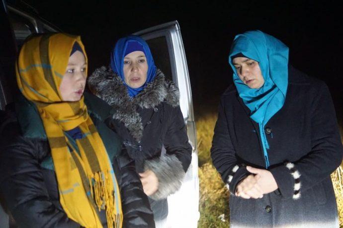 Оккупанты несколько часов удерживают между Крымом иУкраиной жен иблизких политзаключенных