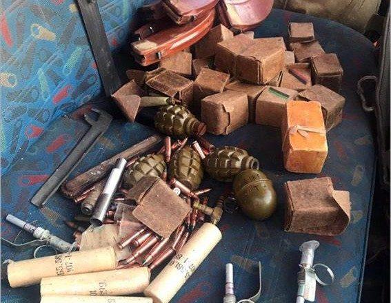 ВДонецкой области патруль приостановил автомобиль с резервом боеприпасов
