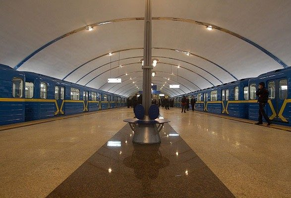 Киевская милиция ищет взрывчатку вТЦ инастанции метро