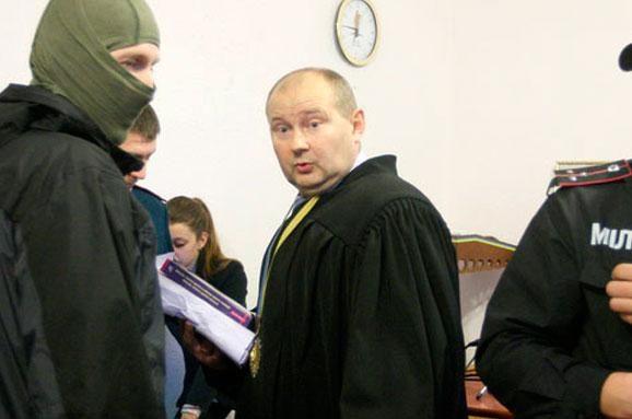 Всего-то через год: Высший совет правосудия сократил беглого судью Чауса. Запрогулы
