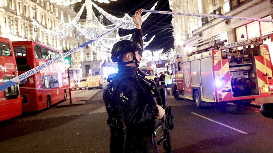 Автомобиль взорвался урождественской ярмарки в Англии
