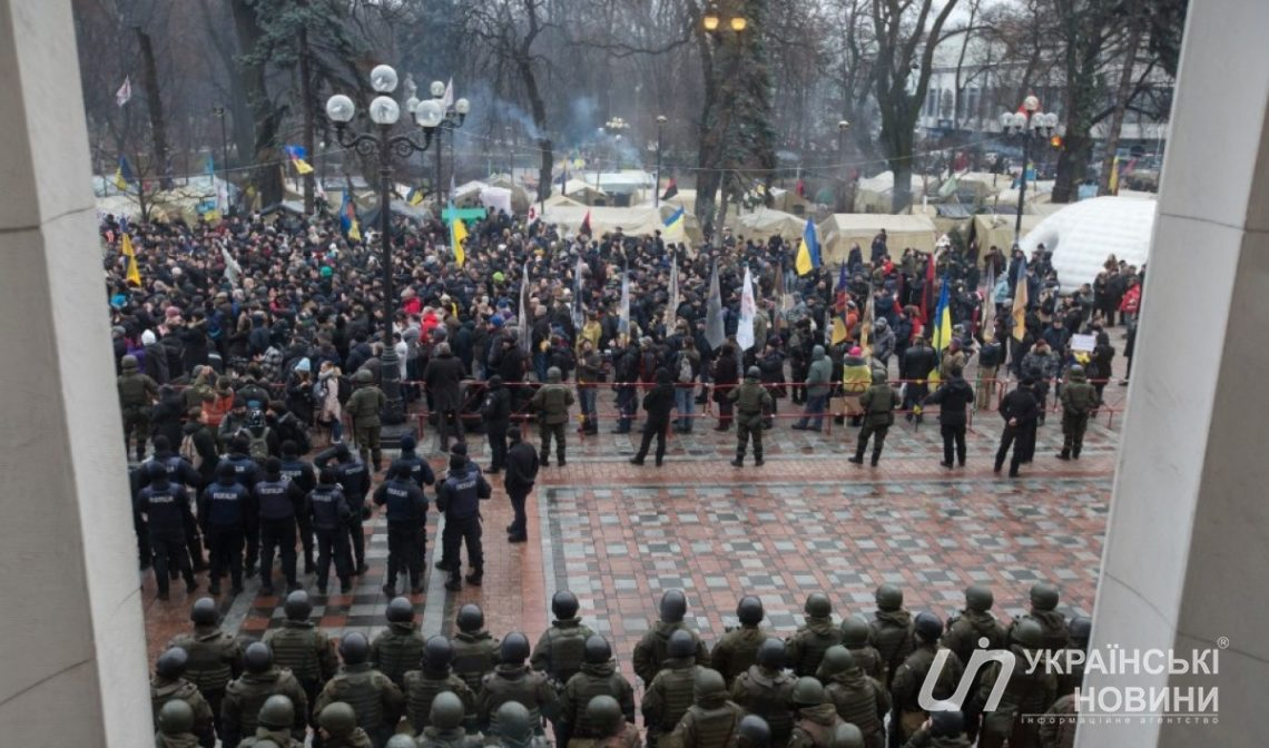 Приверженцев Саакашвили под Радой стало в 5 раз меньше— Киев невстал