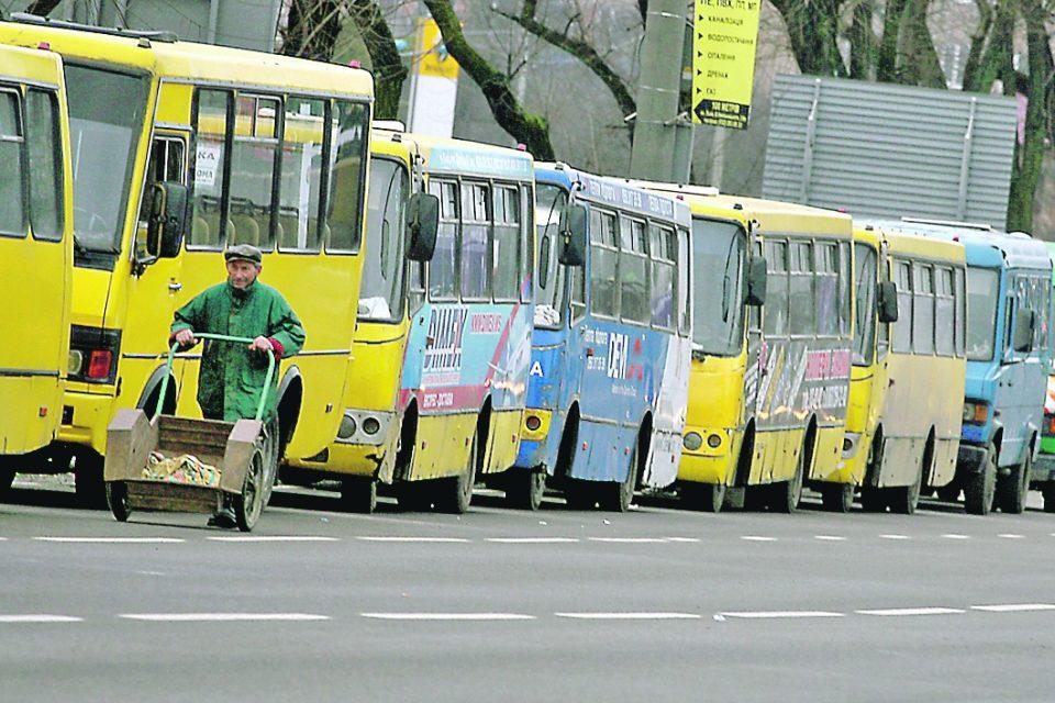 Киевлян готовят кподорожанию проезда вмаршрутках
