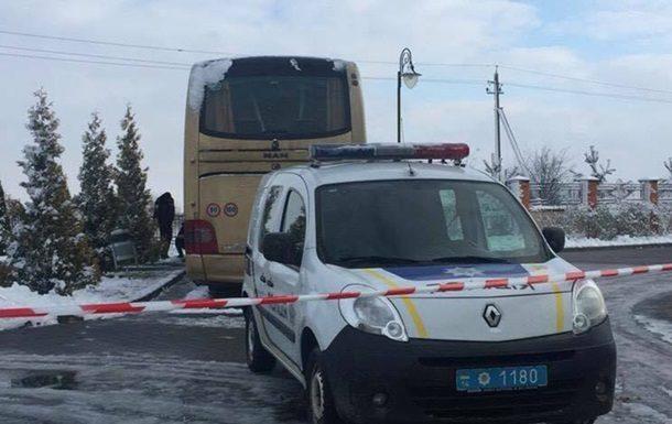 Во Львовской области на парковке у отеля неизвестные повредили припаркованный автобус MAN иностранной регистрации