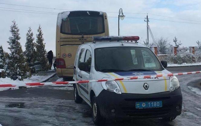ВоЛьвовской области неизвестные взорвали автобус напольских номерах