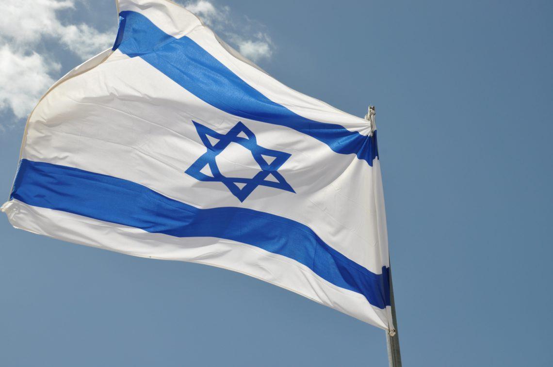 ВБерлине многотысячная толпа жгла флаги Израиля
