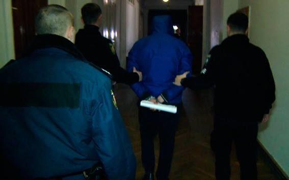 ВЖитомире заразбой арестованы девять псевдополицейских