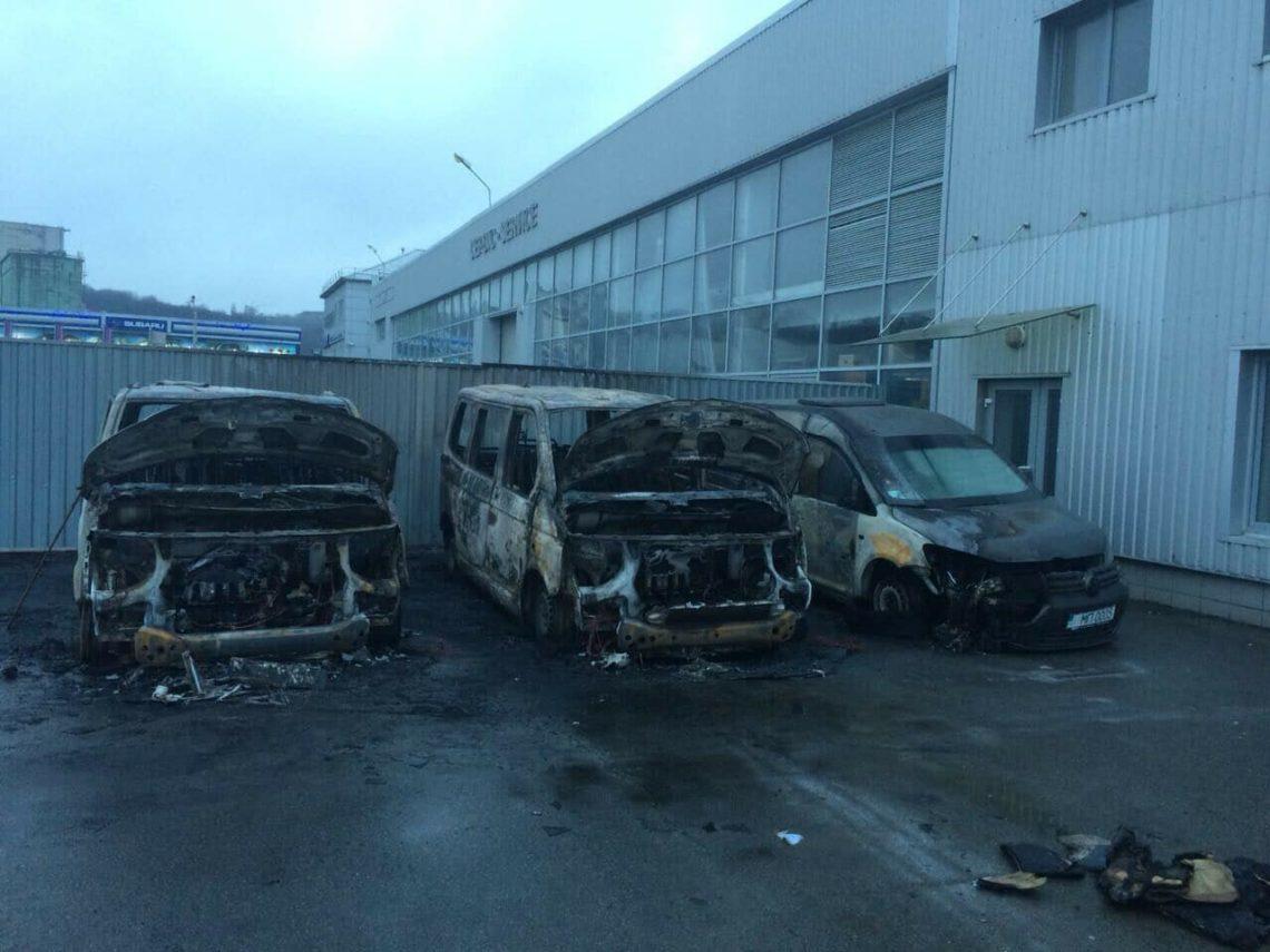 Вкомпании вКиеве сгорели сразу три машины
