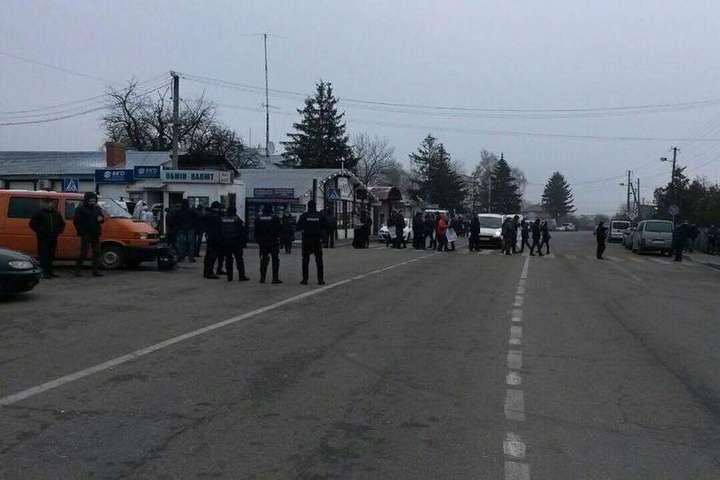 Награнице сПольшей заблокировали три дороги