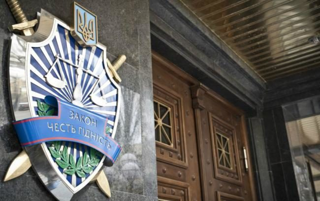 Правоохранители продолжают поиски депутата Одесского областного совета которому объявлено подозрение за предложение взятки детективу Н
