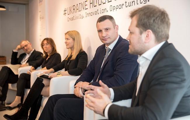 Кличко вДавосі анонсував час впровадження єдиного електронного квитка для Києва