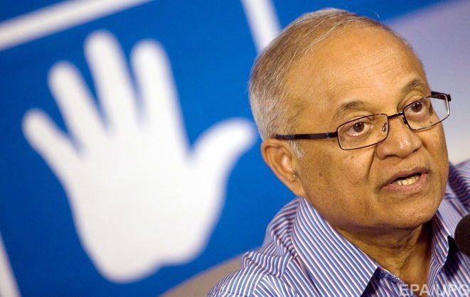 Момун Абдул Гаюм правил Мальдивами шесть пятилетних сроков подряд – с 1978 года по 2008 год. После пост президента занял его сводный брат Абдул