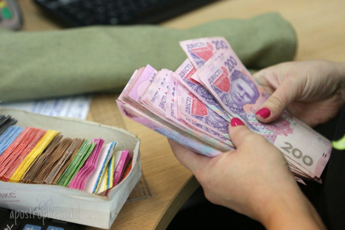 Заработная плата министра инфраструктуры Владимира Омеляна за 2017 год составила 746 800 гривен – это наибольший показатель среди всех членов правительства.