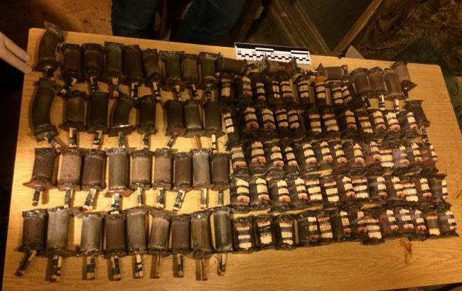 У «фермера» вКиевской области изъяли неменее 100 самодельных взрывных устройств