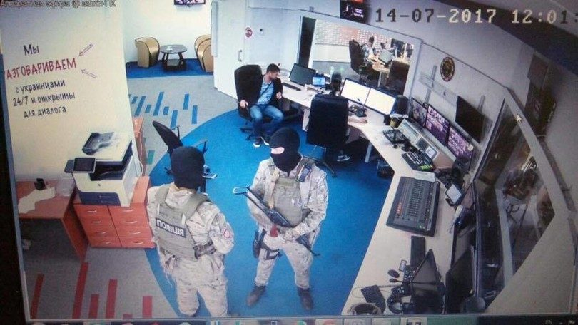 Вооруженные неизвестные выгнали работников изстоличногоБЦ «Гулливер»