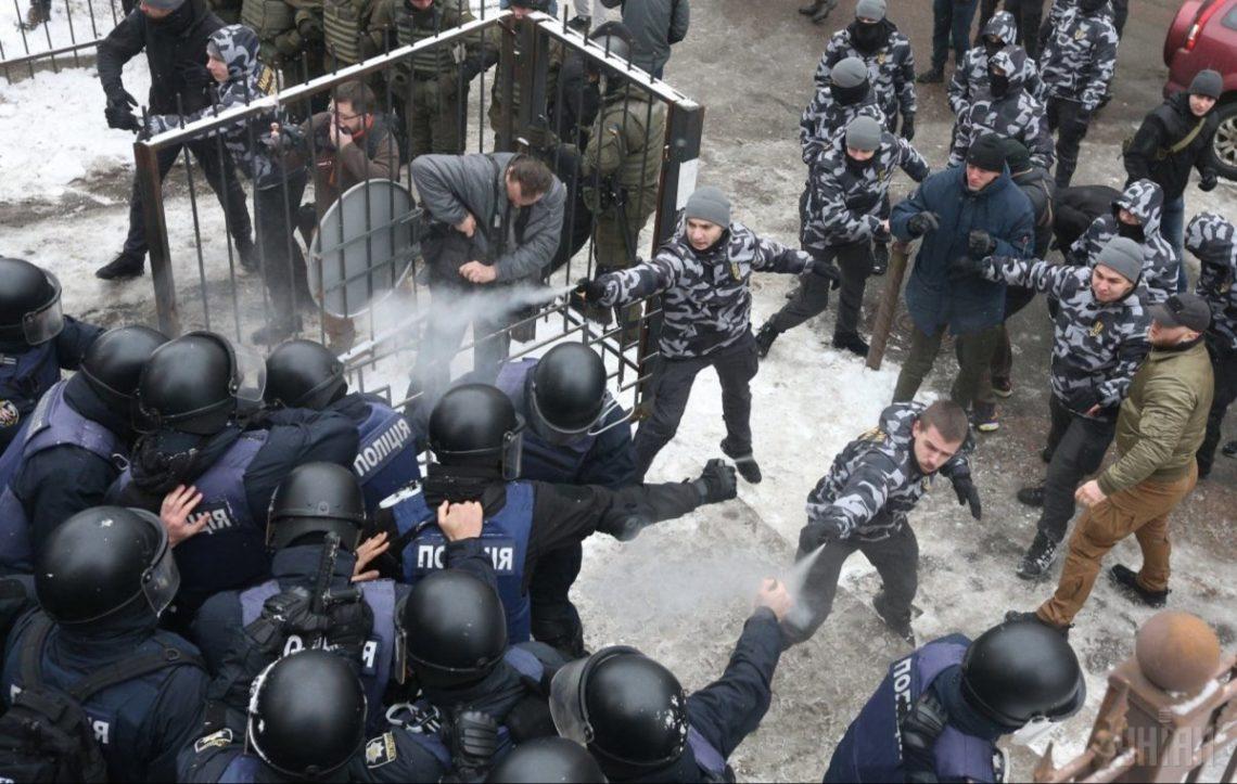 Разъяренный Аваков снял охрану украинских судов: «Пусть сейчас охраняют себя сами»