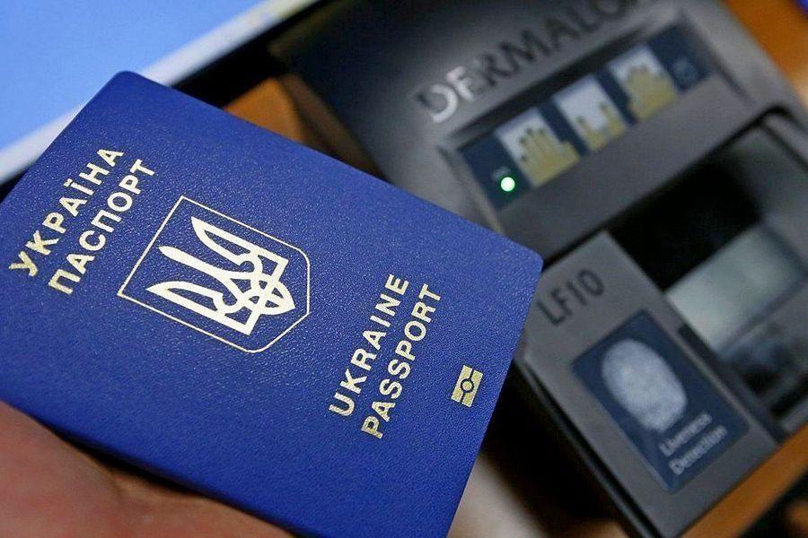 Отукраинского гражданства отказались десятки тыс. человек
