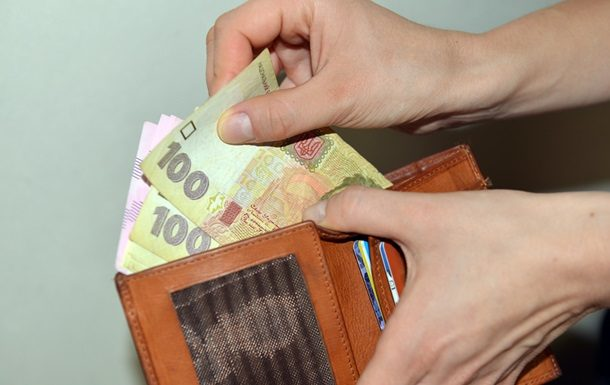 Вначале года  средняя украинская заработная плата  уменьшилась на12,1%